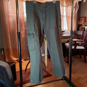 American Eagle Outfitters men's green cargo pants.